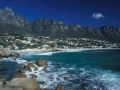 Camps Bay und die 12 Apostel des Tafelberges. Camps Bay Beach and the twelve apostels of the table mountain.