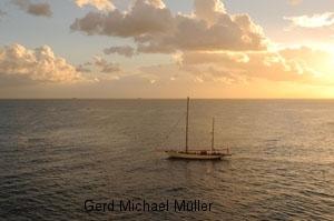 Segelboot auf dem Mittelmeer. Sailing boat on the mediterranian ocean