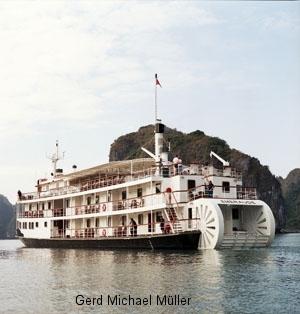 Raddampfer, Schiffsreise, Halong Bay, historic steamboat, cruises, Halong BAy