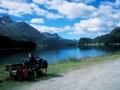 Velofahrer rastet am St. Moritzsee