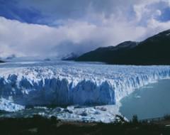 Patagonien: Der Perito Moreno Gletscher breitet sich weiter aus. The Perito Moreno Glacier ist growing. Bildreferenz: ARG_PeritoMoreno
