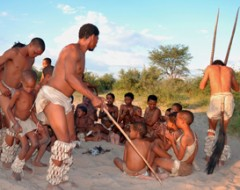 Buschmänner-Jagd-Zeremonie der Naro-Buschmann-Sippe nahe Ghanzi in der Zentral-Kalahari von Botswana. Bushmen hunting ceremony. Naro-Buschmann-Sippe. Naro-San-People near Ghanzi in the central Kalahari.