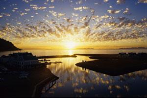 Prächtiger Wolkenhimmel beim Sonnenuntergang in Gordens Bay, Südafrika. Bild  © GMC/Gerd Müller