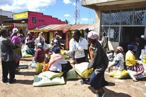 Markt in Eldoret, der Unruhe-Region im Rift Valley in Kenya. Bildreferenz: KE_170RedCrossEldoret