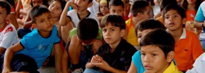 Headerbild Amazonas-Kinder in Paritins in Brasilien. © GMC Photopress, Gerd Müller, gmc1@gmx.ch