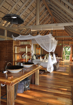HF Jao Wilderness Camp Botswana. Luxus pur mitten in der Wildnis: Jao Wilderness Camp. Luxury in the middle of the Okavango Swamps at Jao Wilderness Camp