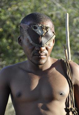 HF: Ein Naro-Buschmann in Botswana © GMC Photopress, Gerd Müller, gmc1@gmx.ch