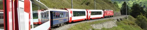 Headerbild: Der Glacier Express verbindet das Wallis, die Gotthard-Region und das Engadin miteinander. The Glacier Express train is connecting the three tourist regions Wallis, Gotthard and Engadina.