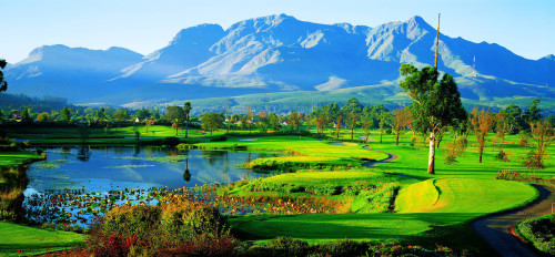 Headerbild Fancourt Golf Country Club in George an der Garden Route in Südafrika. Fancourt Golf and country club in George in the heart of the garden route.