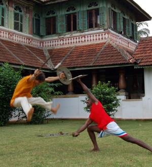 Swiss Photojournalist Gerd Müller as a Kalari-FIghter. Kalari, die alte Kampfsportart wird auch im Kalari Kovilakom Ayurveda Healing Palast in Kerala von den Therapeuten (und manchmal auch von den Gästen) praktiziert.