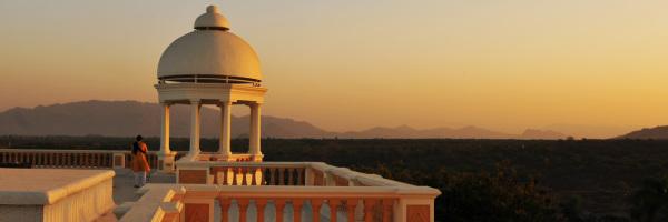1260px Header Balaram Heritage Hotel, Gujarat, Indien | Meditation, at sunrise, view roof, Balaram heritage hotel, Gujarat
