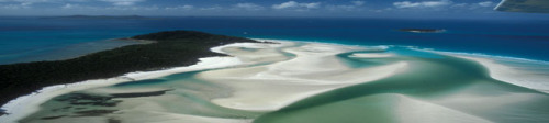 Flug über White Heaven Beach in den Whitesunday Islands im Great Barrier Reef. Flight over White Heaven Beach in the Whitesunday Islands at the Great Barrier Reef
