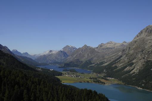 Die Oberengadiner Gletscherseenlandschaft zählt zu den schönsten und spektakulärsten Wander und Ferienregionen der Schweiz. The Upper Engadina Region is one of the most famous and spectacular holiday regions in Switzerland