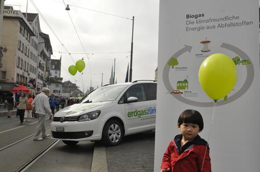 Kind, Ballon, Biogas-Auto, Erdgas Zürich, Züri-Mobiltag