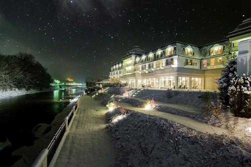 Winterpracht in der Nacht beim Grandhotel Lienz