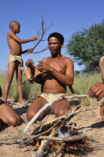 Botswana: Naro-San-Peoplenear Ghanzi in the central Kalahari.