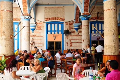 """Kuba: Restaurant in Havanna, Kolonialstil Palast """"Casa de la musica"""""""
