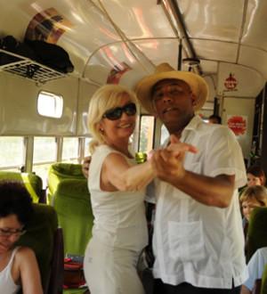 Kuba: Zugfahrt mit der alten Schokoladenbahn von Hershey in Mantanza. Train trip with the Hershey Chocolate train in Mantanza.