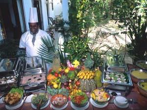 Sri Lanka: Köstliche Ayurveda-Buffet im Surya Lanka auf Sri Lanka. opulent ayurvedic nutrition at Sury Lanka