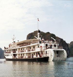 Schiffsreise Vietnam: Raddampfer, Schiffsreise, Halong Bay, historic steamboat, cruises, Halong BAy