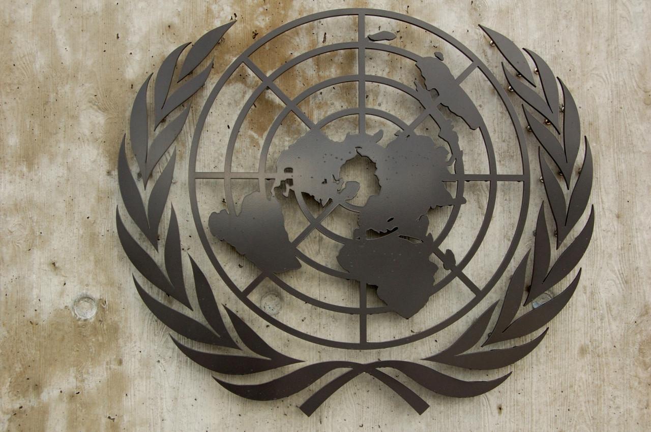 The UN-Emblem at the main entrance of the UN Palais des nations in Genva. Das UNO-Emblem am Haupteingang des Palais des nations der UNO in Genf